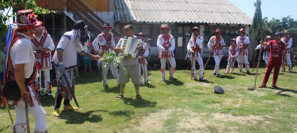 Jocul călușarilor din Costești