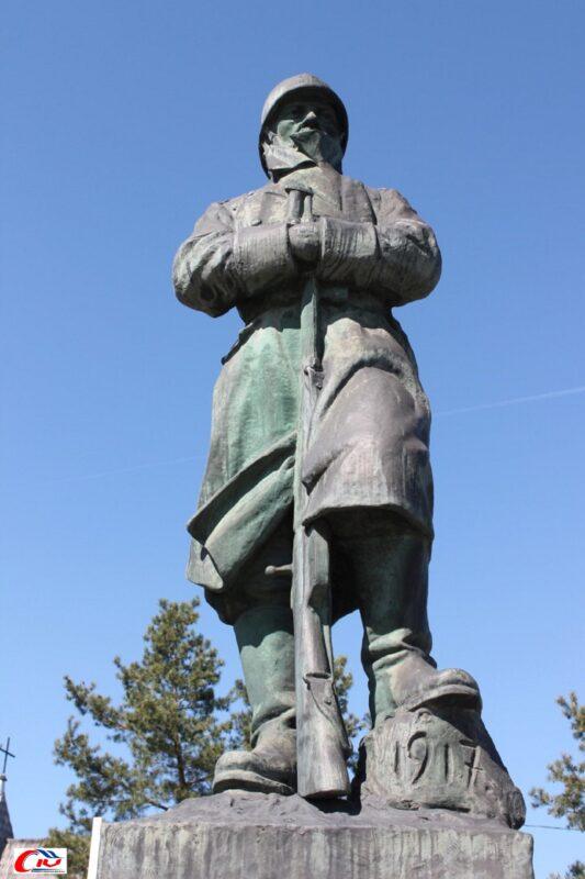 Monumentul eroilor din Costești, operă a sculptorului Ion C. Dimitriu-Bârlad (1925)