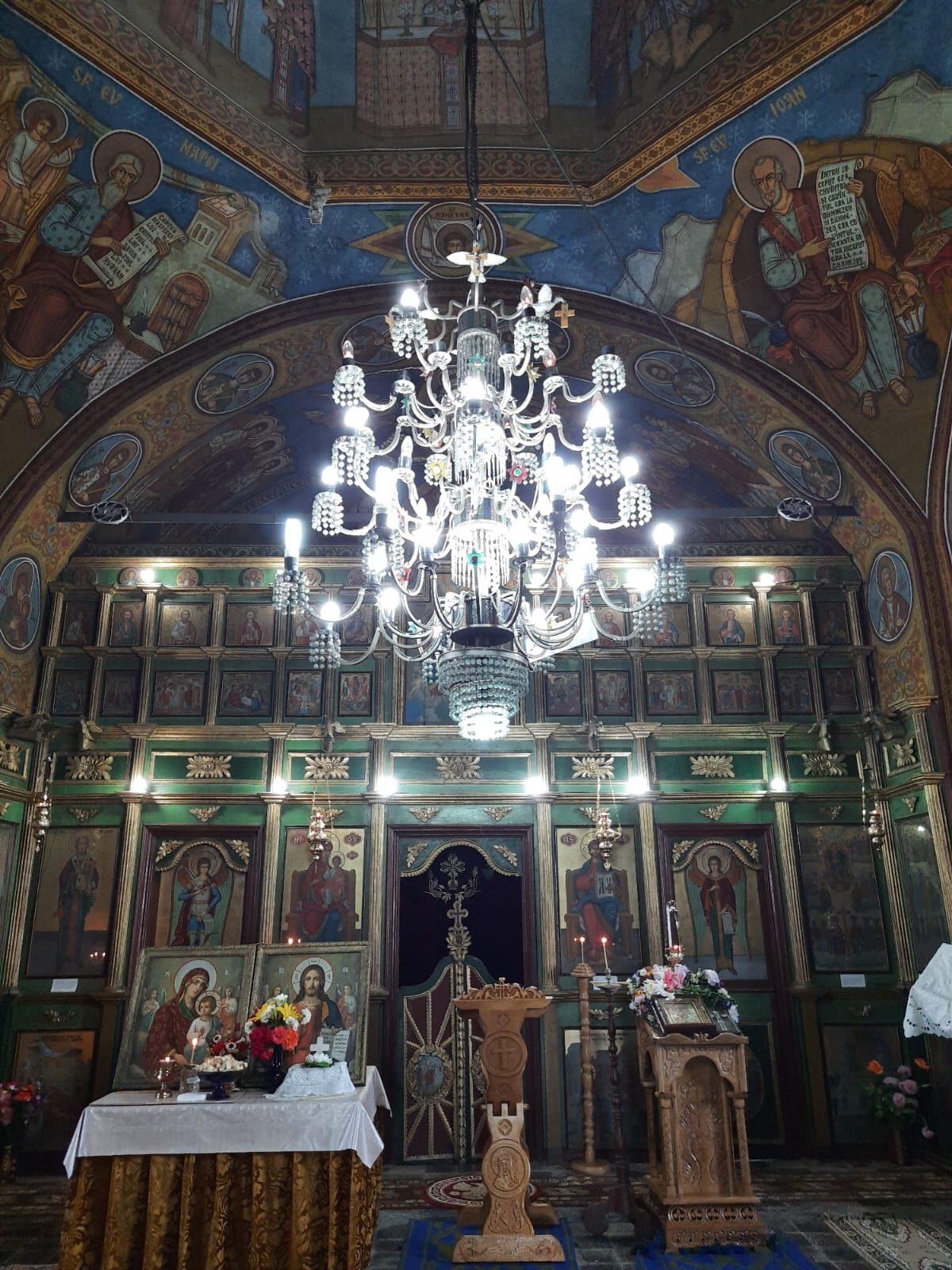 """Biserica parohială ,,Duminica Tuturor Sfinților"""" din satul Broșteni, oraș Costești, interior 27.06.2021"""